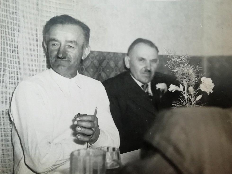 Strýc, který Květoslavu Blahutovou vychovával (vlevo) a tatínek (vpravo).