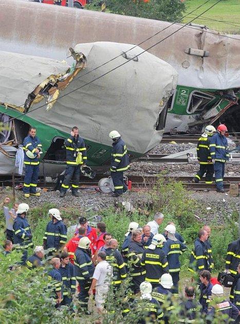 Záběry z místa železničního neštěstí ve Studénce