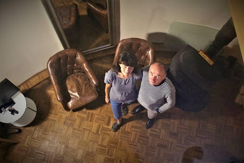 Velocipedista a designér interiéru Radim Heinich se svou paní.