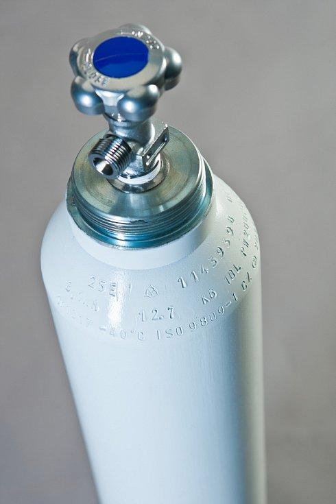 Produkce medicinálních lahví ostravské společnosti Vítkovice Cylinders a polské společnosti Vítkovice Milmet tak půjdou na export, tuzemské zdravotnictví je nedostane.
