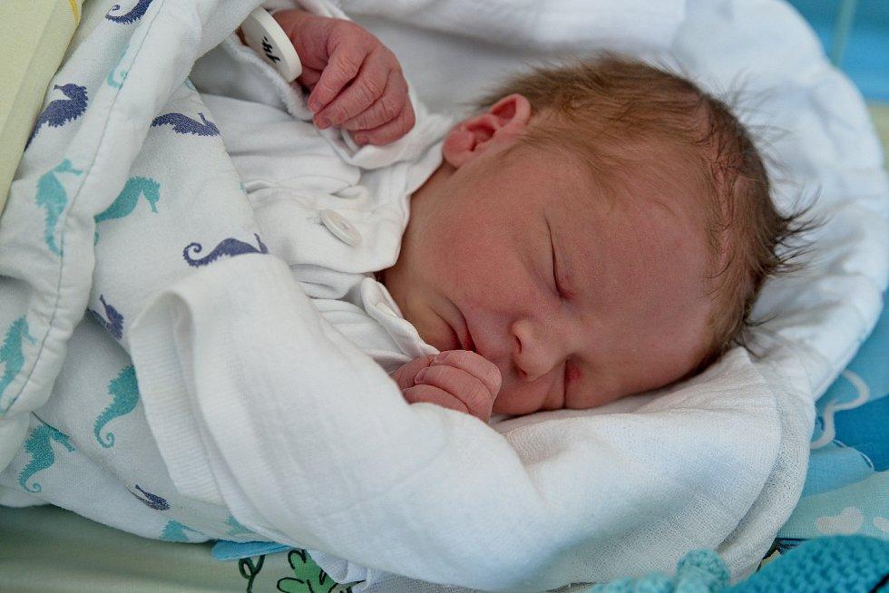 Martin Vavřina z Karviné, narozen 9. května 2021 v Karviné, míra 48 cm, váha 2920 g. Foto: Marek Běhan