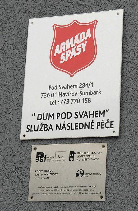 Dům pod Svahem v Havířově-Šumbarku je místem, kde berou lidé abstinenci vážně, ostatně nad ním je městský ústřední hřbitov, kde si ještě nepřejí skončit.