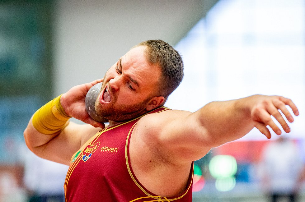 Halové mistrovství ČR mužů a žen v atletice, 23. února 2020 v Ostravě. Vrh koulí Tomáš Staněk (TJ Dukla Praha).