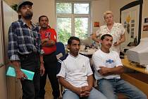 O práci nabízenou Lianou Janáčkovou projevilo zájem šest Romů