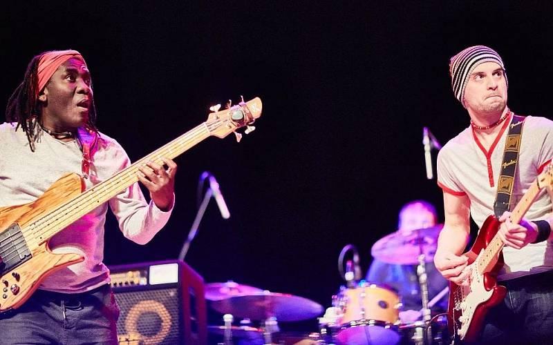 S uznávaným hudebníkem a baskytaristou Richardem Bonou