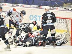 ROZHODNE SE! V Plzni zažili hokejisté Vítkovic ďábelské prostředí. A dvakrát tam prohráli. Teď věří, že je v neděli doma ostravští fanoušci dotlačí do čtvrtfinále extraligy.