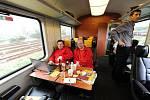 Na trase Havířov – Ostrava – Praha začaly od pondělí jezdit žluté vlaky společnosti RegioJet.