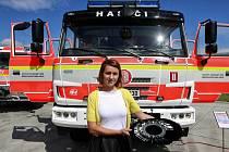 Předání nových hasičských stříkaček hasičům v Ostravě.