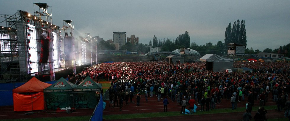 Populární rocková skupina Kabát zavítala v rámci Open Air Turné 2015 také do Ostravy.