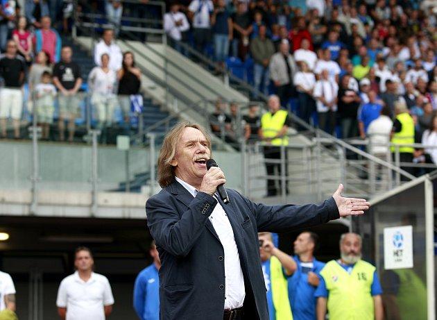Hymnu před utkáním zazpíval Jaromír Nohavica