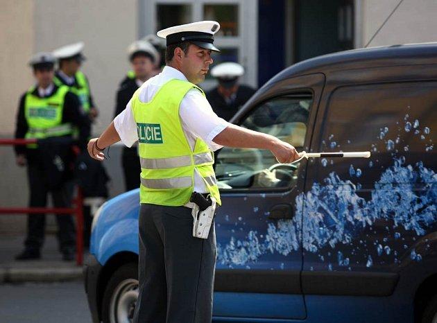 Dopravní policisté soutěžili. V soutěži Regulovčík roku změřili své síly v náročné disciplíně – řízení křižovatky.