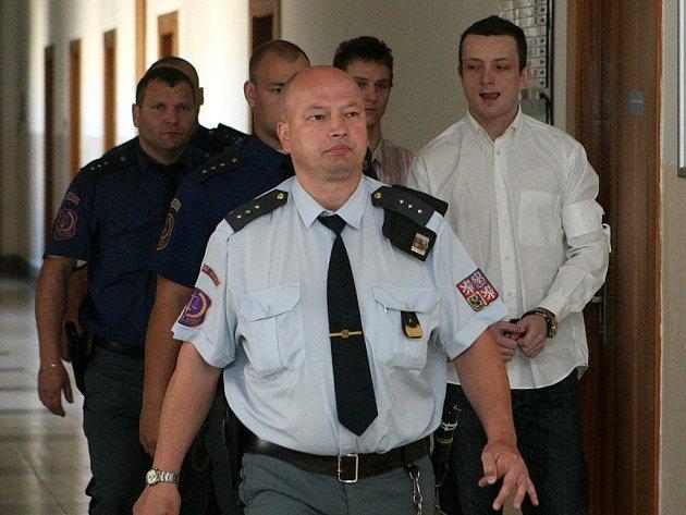 Karlu Pudichovi a Janu Kačorovi jejich obhajoba spočívající ve svalování viny jednoho na druhého nevyšla.