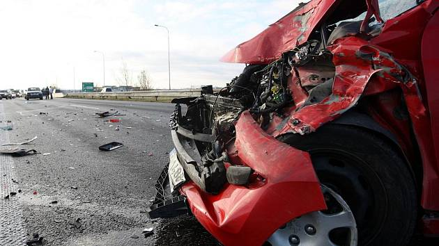 Dvě nehody celkem pěti aut se ve středu po deváté hodině ráno staly na Místecké ulici ve směru na Ostravu u sjezdu na Hrabovou.