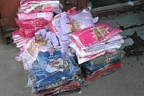 Celníci zajistili padělky dětského oblečení.