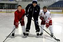 Legendární hokejový útočník Jaromír Jágr trénoval už od středy v Buly Aréně v Kravařích. Čtvrteční trénink Rytířů sledovalo v hale více než sedm set lidí.
