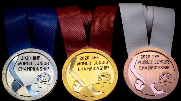 Medaile pro hokejový šampionát dvacítek, které Česko na přelomu roků 2019 a 2020 hostí, jsou na světě. Autorem návrhu je Oldřich Sládek.