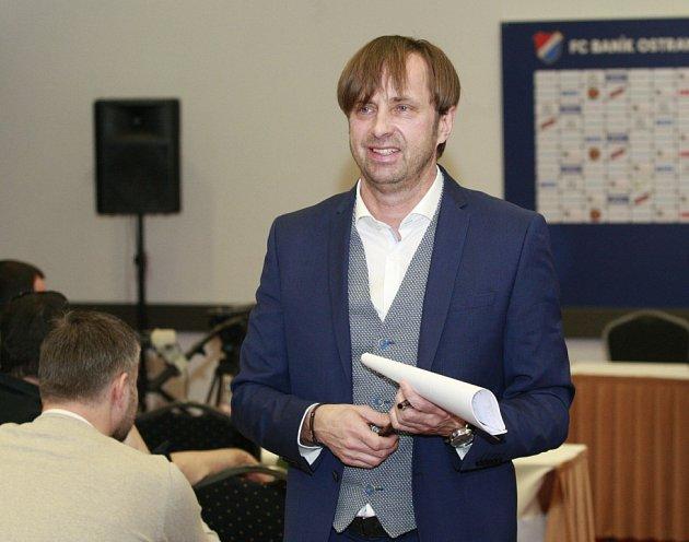 Nový majitel Baníku Václav Brabec na dnešní tiskové konferenci přiznal, že klub po předešlém vlastníkovi Petru Šafarčíkovi převzal ismilionovými dluhy.