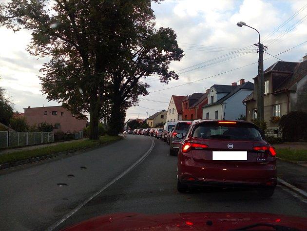 Mezi Hlučínem a Ostravou se v pondělí po ránu tvořily kolony.