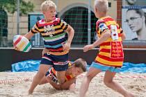 Děti ukázaly centru Ostravy krásu plážového ragby.
