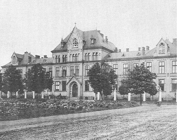 Pohled na novou městskou nemocnici na Fifejdách, danou do užívání vroce 1898.