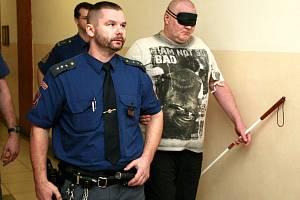 Za pokus o dvojnásobnou vraždu byl Maroš G. (na snímku z jednání u ostravského soudu) odsouzen na dvacet let do vězení.