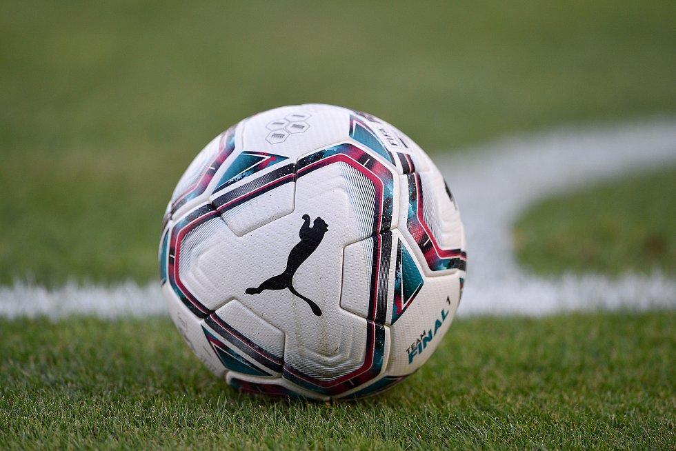Fotbalový míč.