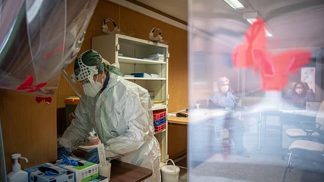 Odběrové místo pro PCR testy v Městské nemocnici Ostrava, 19. března 2021 v Ostravě.