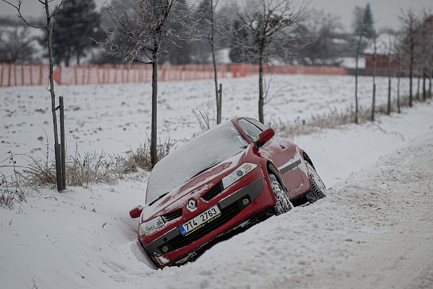 Sníh komplikuje dopravu na mnoha místech vkraji, 8.února 2021vOstravě.