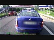 Vybržďování - naštvaní řidiči si neuvědomují, co mohou způsobit.