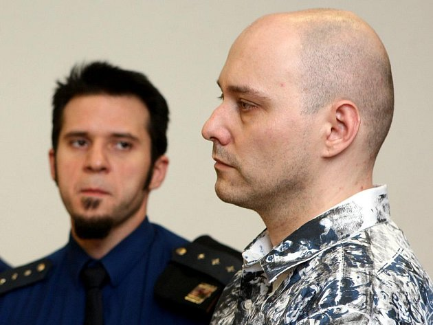 Šestatřicetiletý Ivo Červenka z Havířova, který v březnu loňského roku málem připravil o život svou o tři roky starší přítelkyni, byl ve středu odsouzen k 22,5 roku vězení.