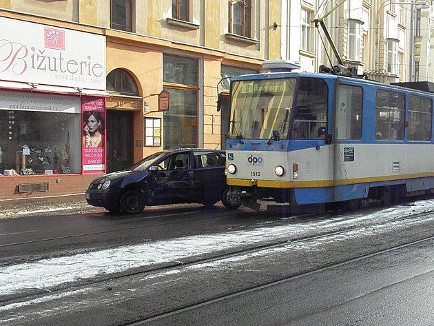 Nehoda tramvaje v centru Ostravy.