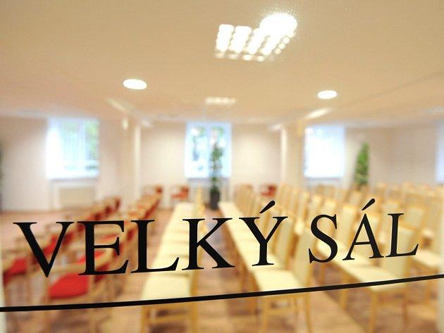 V Ostravě-Porubě se otvírá komunitní centrum pro seniory Archa. Má ambice stát se místem, kde budou mít senioři příležitost nejen se setkávat, ale i aktivně trávit svůj volný čas.