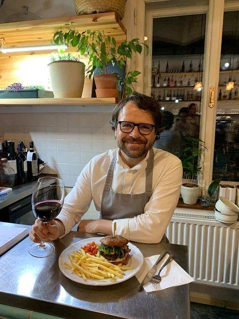 Jeden zmajitelů restaurace Hogo Fogo Petr Jonáš.