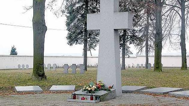 Německý hřbitov má již několik let město Opava. Také tehdy se to členům Klubu českého pohraničí nelíbilo, jejich