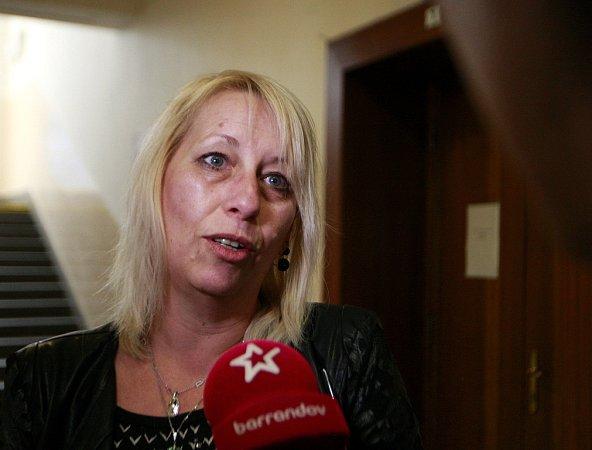Soud sPetrem Kramným. Na fotografii příznivkyně Petra Kramného.