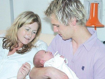 Přesně pět měsíců po hrůzném pádu se skokanovi na lyžích Janu Mazochovi a jeho přítelkyni Barboře Ježkové narodila v novojičínské nemocnici dcera Viktorie.