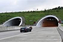 Oprava povrchu dálnice. Ilustrační foto.