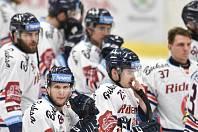 Čtvrtfinále play off hokejové extraligy - 4. zápas: HC Vítkovice Ridera - HC Oceláři Třinec, 25. března 2019 v Ostravě. Na snímku (zleva) Jan Schleiss, Patrik Zdráhal, smutek Vítkovic.