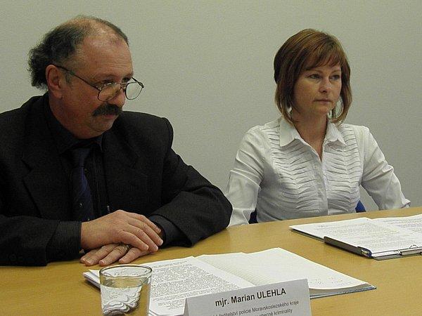 Kriminalisté Marian Ulehla a Marcela Musálková informovali odopadení muže, který znásilňoval školačky.