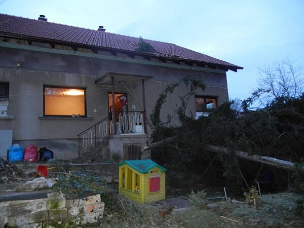 Zásah moravskoslezských hasičů unásledků řádění silného větru.
