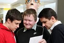 Na Kariéře 2010+, veletrhu pracovních příležitostí, jenž se na Vysoké škole báňské-Technické univerzitě Ostrava konal letos už potřetí, se studentům představilo na 90 potenciálních zaměstnavatelů.