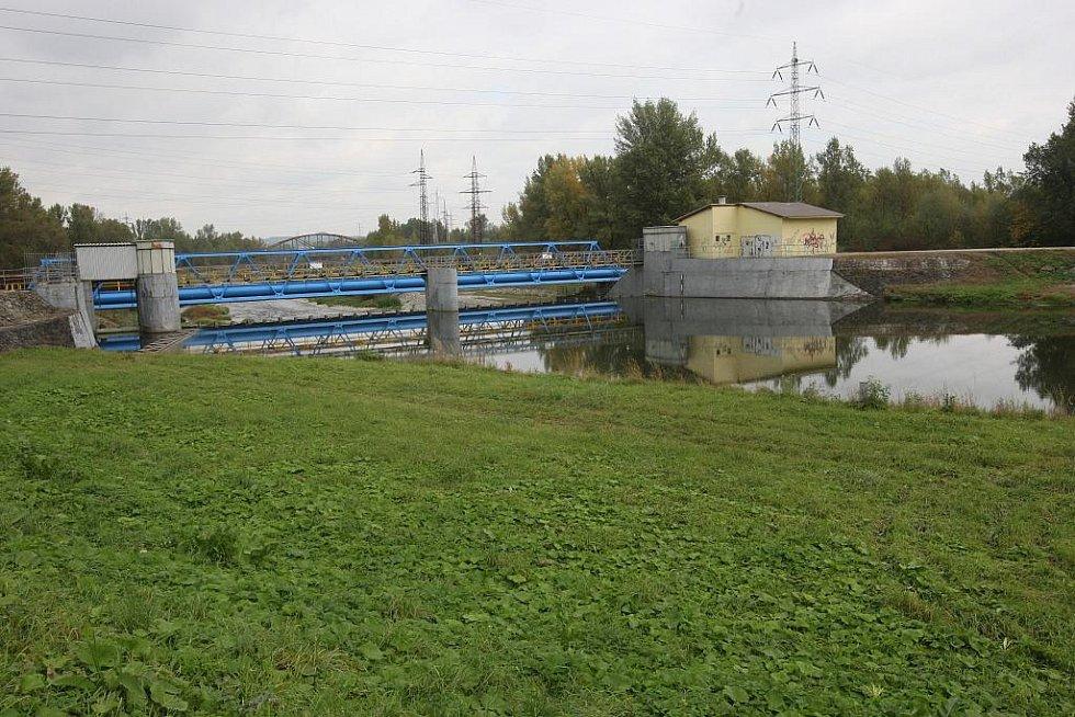 Obrovská plocha kalových nádrží bývalého dolu Jeremenko prošla technickou rekultivací - snímek z října 2009.