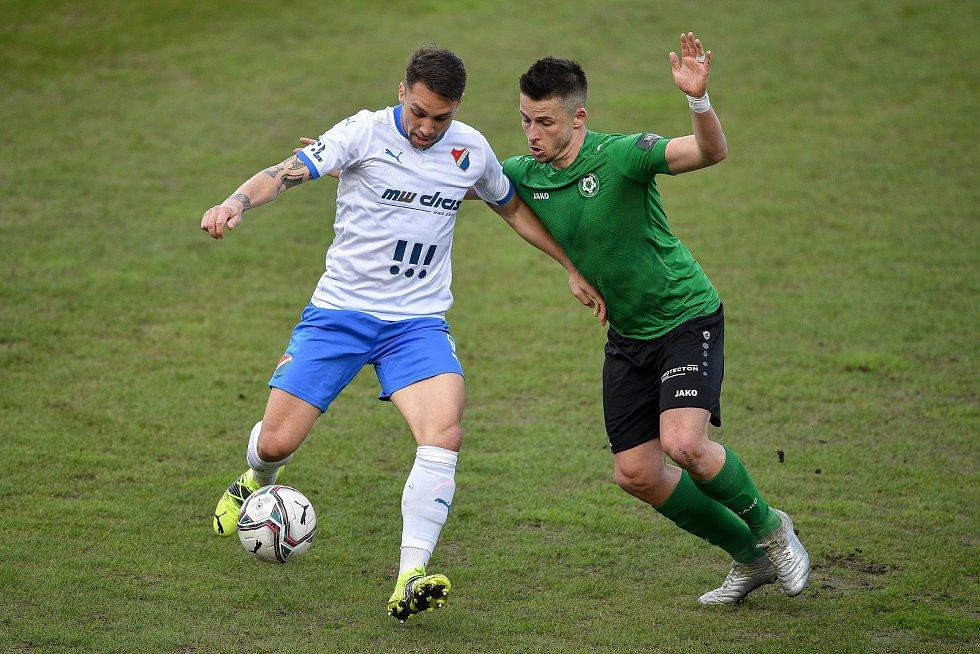 Utkání 23. kola první fotbalové ligy: FC Baník Ostrava – 1. FK Příbram, 13. března 2021 v Ostravě. (zleva) Adam Jánoš z Ostravy a Radek Voltr z Příbrami.