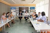 Jednání zdravotníků, zástupců kraje a romských organizací o očkování ve vyloučených lokalitách MS kraje, červenec 2021.