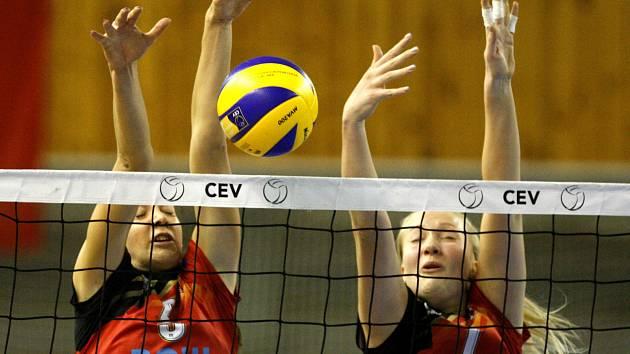 Domácí tvrz volejbalistky TJ Ostrava ubránily, i když netradičně hrály v hale Sarezy v Hrušovské ulici. V prvním zápase Poháru CEV včera porazily rakouský Graz 3:2.
