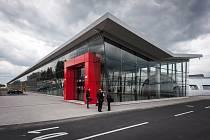 Letiště Leoše Janáčka Ostrava patří k nejmodernějším v České republice, nicméně počet cestujících narůstá jen zvolna. Návštěvníci mu však vyčítají, že mu chybí vyhlídkové terasa.