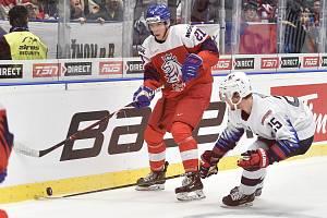Utkání mistrovství světa hokejistů do 20 let: ČR - USA, 30. prosince 2019 v Ostravě. Na snímku (zleva) Jaromir Pytlik a Jacob Pivonka.