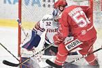 Čtvrtfinále play off hokejové extraligy - 4. zápas: HC Vítkovice Ridera - HC Oceláři Třinec, 25. března 2019 v Ostravě. Na snímku (zleva) brankář Vítkovic Patrik Bartošák a Milan Doudera.
