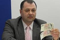 Moravskoslezští policisté v loňském roce zajistili řadu padělků, včetně pětisetkorun. Některé z nich před časem na tiskové besedě ukázal šéf odboru hospodářské kriminality Martin Válek. Ilustrační foto.