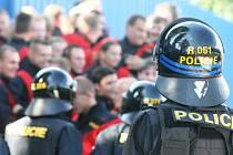 Ostravští policisté nacvičovali na Bazalech zásah proti fotbalovým rowdies